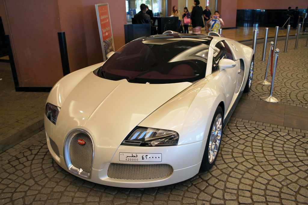 Bugatti Veyron gespot bij de Mall of the Emirates