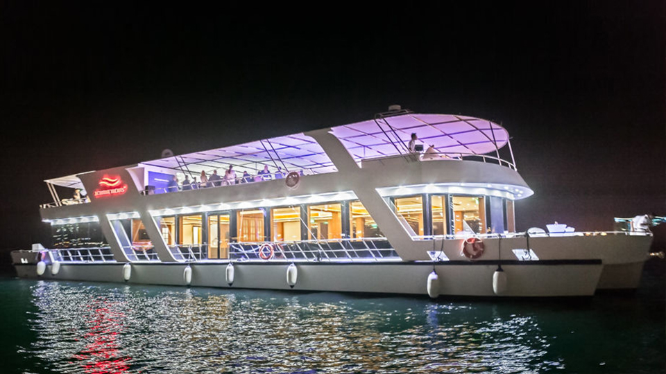 Luxe diner cruise in Dubai
