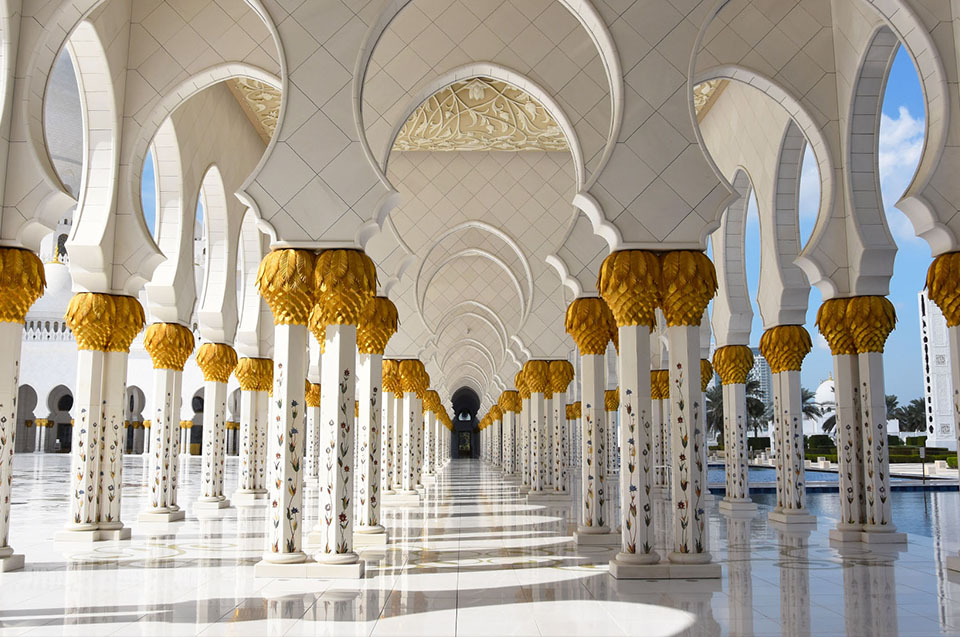 The Sheik zayed mosque in Abu Dhabi